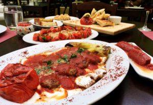 πιατα με φαγητα σε εστιατοριο στο Παλαιο Φαληρο