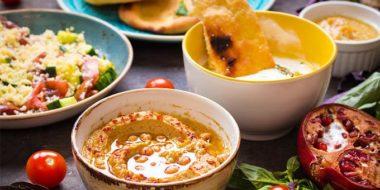 πιάτα με φαγητά σε εστιατόριο στο Παλαιό Φάληρο